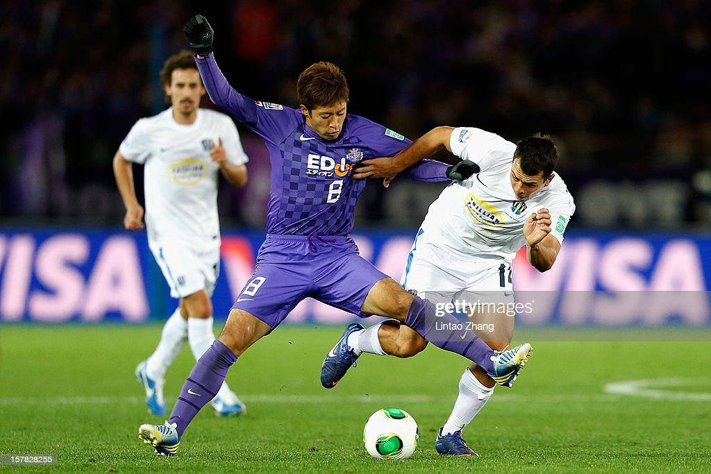 Kazuyuki Morisaki (C) challenges Adam Dickinson (R) of Auckland City during the FIFA Club World Cup match between Sanfrecce Hiroshima and Auckland City at International Stadium Yokohama on December 6, 2012 in Yokohama, Japan.