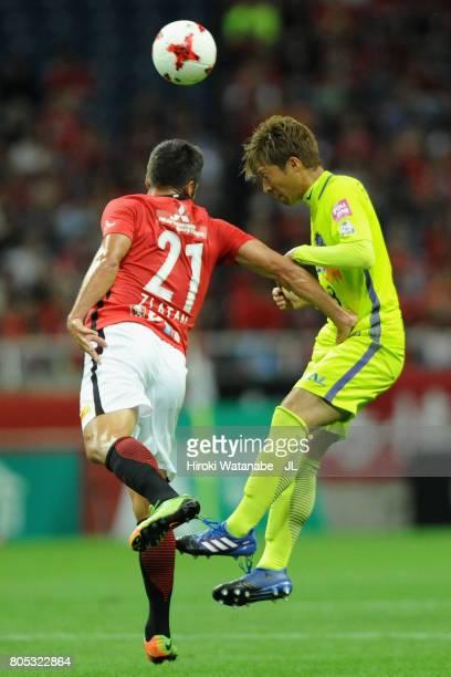 Kazuyuki Morisaki of Sanfrecce Hiroshima and Zlatan Ljubijankic of Urawa Red Diamonds compete for the ball during the JLeague J1 match between Urawa...