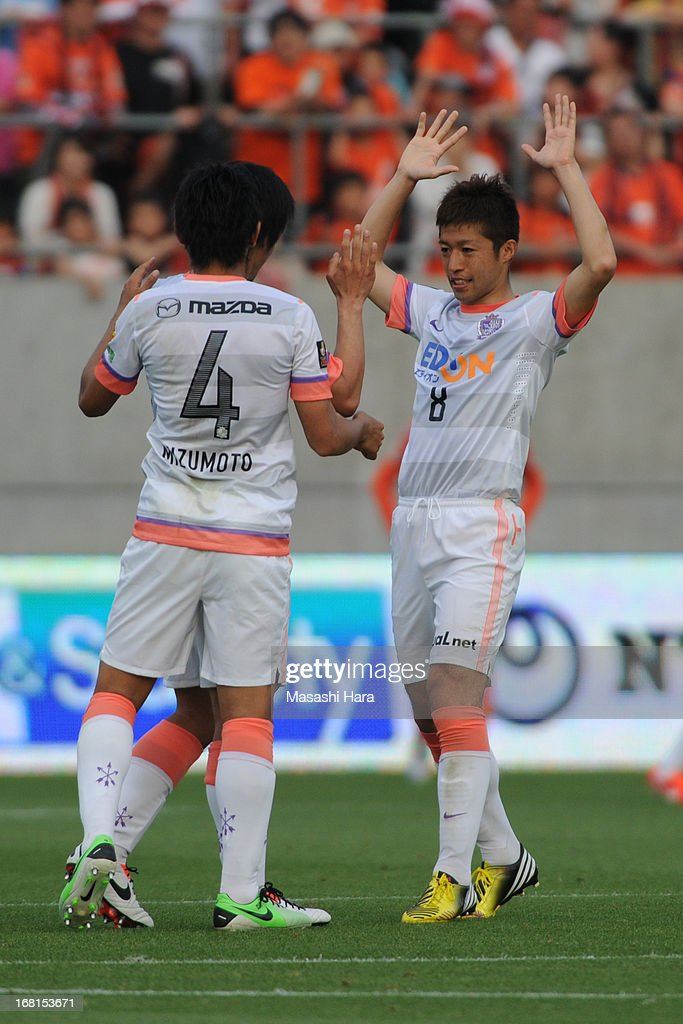 Kazuyuki Morisaki #8 of Sanfrecce Hiroshima celebrates the first goal during the J.League match between Omiya Ardija and Sanfrecce Hiroshima at Nack 5 Stadium Omiya on May 6, 2013 in Saitama, Japan.