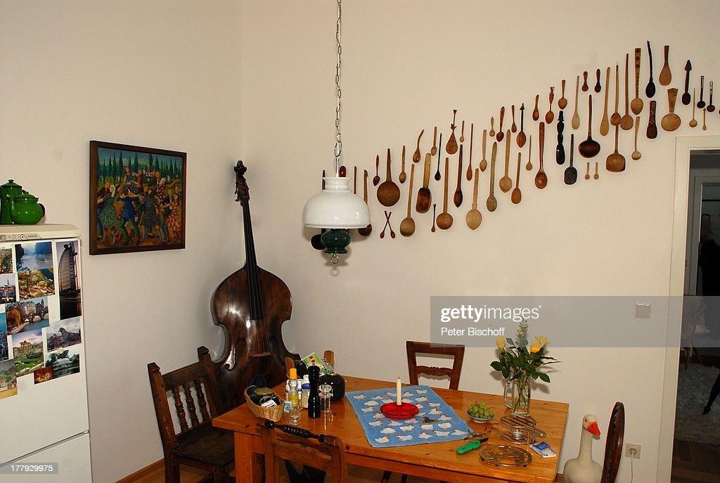 Finest Kche Von Gunnar Mller Ehefrau Christiane Hammacher Homestory Berlin  Deutschland Europa Ehemann Holztisch Holzsthle Cello Khlschrank With Kche  Trkis