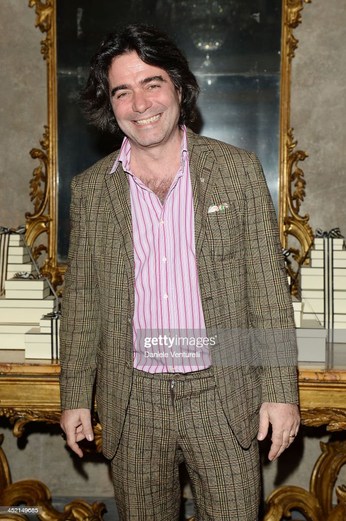 <a gi-track='captionPersonalityLinkClicked' href=/galleries/search?phrase=Kean+Etro&family=editorial&specificpeople=2967727 ng-click='$event.stopPropagation()'>Kean Etro</a> attends the 'Jo Malone London Scented' Dinner at Palazzo Crespi on November 26, 2013 in Milan, Italy.