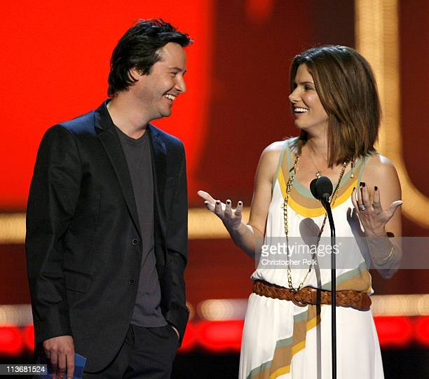 Keanu Reeves and Sandra Bullock presenters of Best Onscreen Team