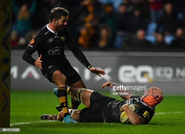 Kearnan Myall of Wasps celebrates scoring the winning try with Willie Le Roux of Wasps during the Aviva Premiership match between Wasps and Leicester...