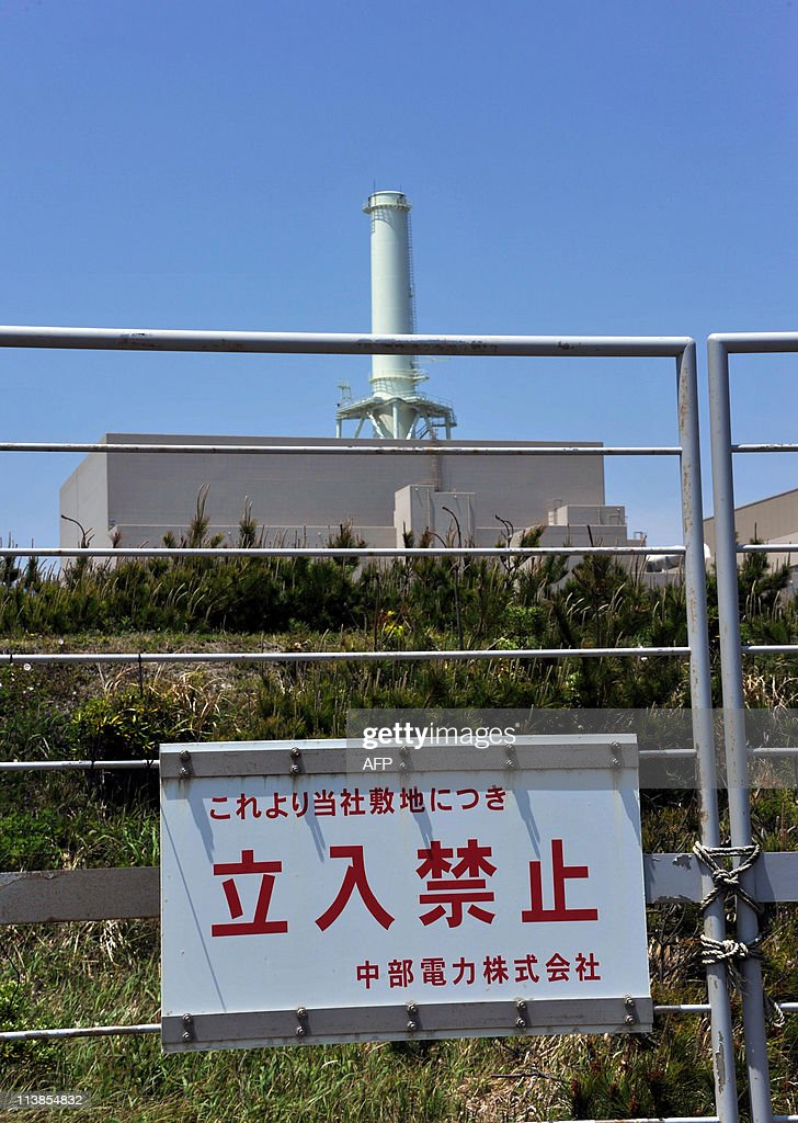 A 'Keep Out' sign hangs ouside of the Chubu Electric Power's nuclear power plant on the coast of Omaezaki, in Shizuoka prefecture, 200km west of Tokyo on May 8, 2011. Chubu Electric Power would temporarily shut down its reactors as requested by Prime Minister Naoto Kan, the company announced on May 9. Kan called for the closure of the plant, eight weeks after a massive quake and tsunami damaged Tokyo Electric Power's Fukushima Daiichi nuclear plant, sparking the world's worst atomic crisis since Chernobyl in 1986. AFP PHOTO / Katsumi KASAHARA