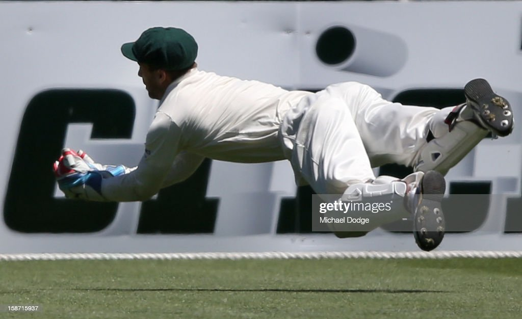 Keeper Matthew Wade of Australia takes a catch to dismiss Kumar Sangakkara off the bowling of Mitchell Johnson during day one of the Second Test match between Australia and Sri Lanka at Melbourne Cricket Ground on December 26, 2012 in Melbourne, Australia.