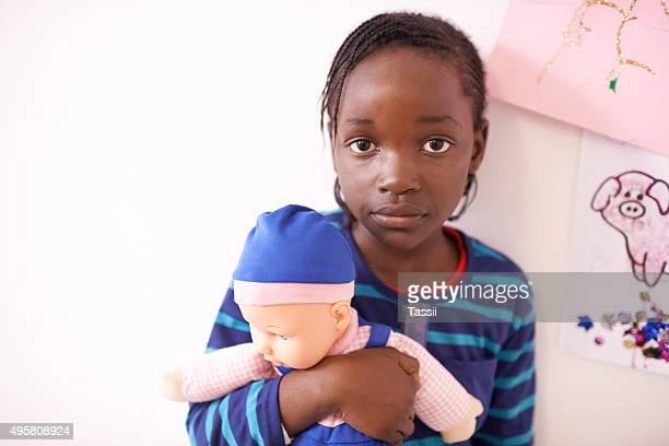 Halte Ihre Puppe in der Nähe