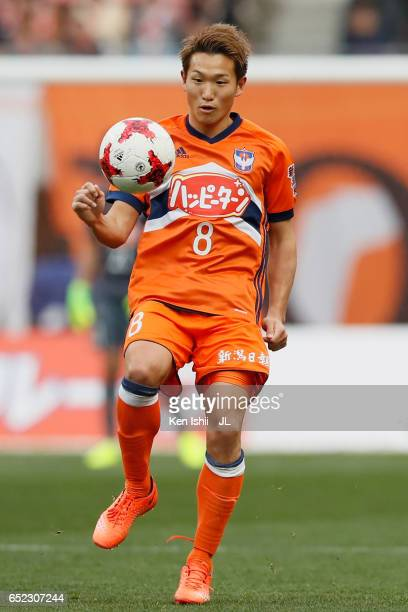 Kei Koizumi of Albirex Niigata in action during the JLeague J1 match between Albirex Niigata and Shimizu SPulse at Denka Big Swan Stadium on March 11...