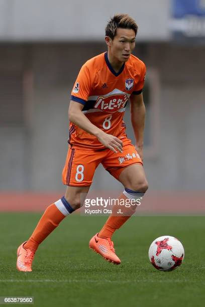 Kei Koizumi of Albirex Niigata in action during the JLeague J1 match between Albirex Niigata and Gamba Osaka at Denka Big Swan Stadium on April 1...