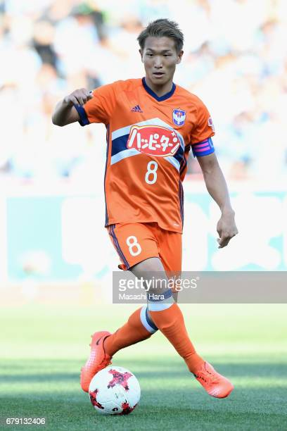 Kei Koizumi of Albirex Niigata in action during the JLeague J1 match between Kawasaki Frontale and Albirex Niigata at Todoroki Stadium on May 5 2017...