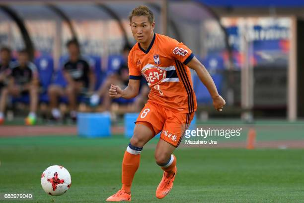 Kei Koizumi of Albirex Niigata in action during the JLeague J1 match between Albirex Niigata and Urawa Red Diamonds at Denka Big Swan Stadium on May...
