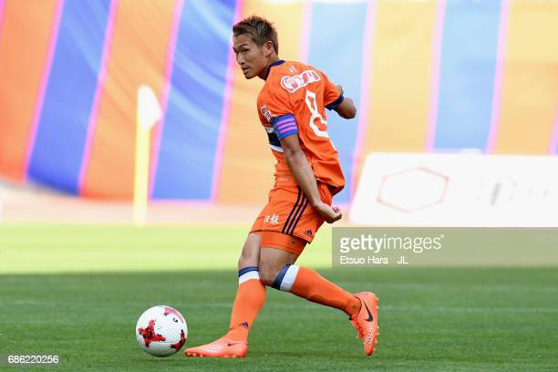 Kei Koizumi of Albirex Niigata in action during the JLeague J1 match between Albirex Niigata and Consadole Sapporo at Denka Big Swan Stadium on May...