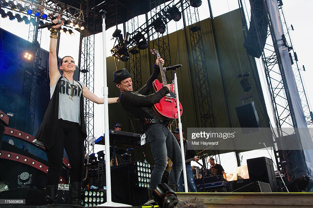 Keifer Thompson and Shawna Thompson of Thompson Square perform on stage at The Gorge Amphitheater during the Watershed Music Festival on August 2...