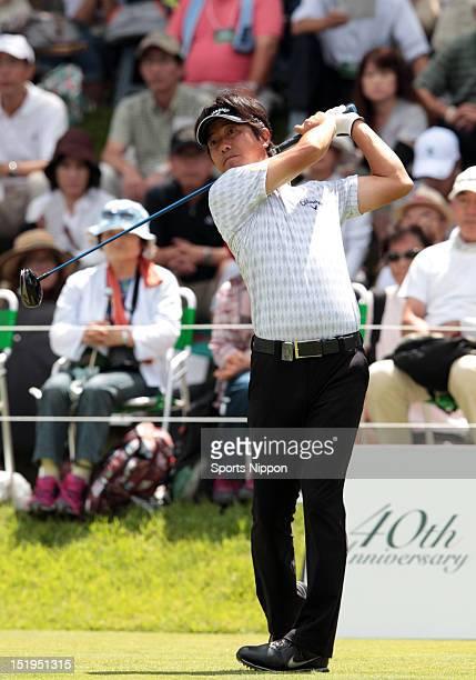 Keiichiro Fukabori hits a tee shot during the first round of the FujiSankei Classic at Fujizakura Country Club on August 30 2012 in Fujikawaguchiko...