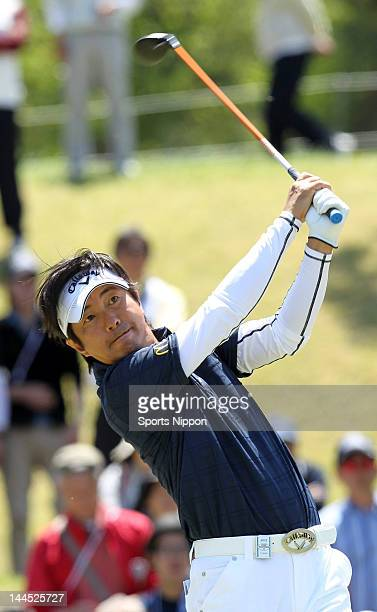 Keiichiro Fukabori hits a tee shot on the 12th hole during the final round of the PGA Championship Nissin Cupnoodles Cup 2012 at Karasuyamajo Country...