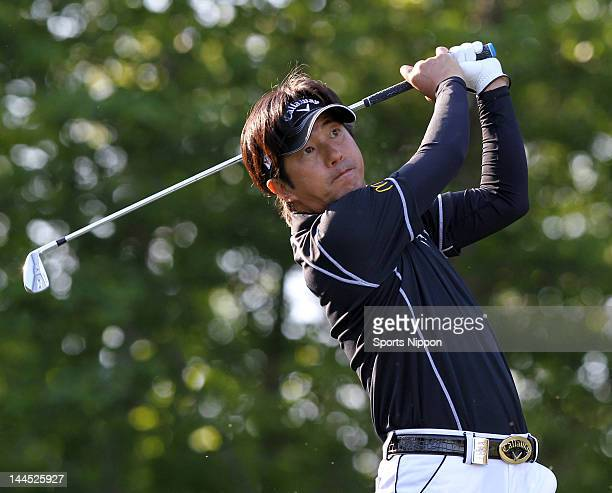 Keiichiro Fukabori hits a tee shot on the 17th hole during the third round of the PGA Championship Nissin Cupnoodles Cup 2012 at Karasuyamajo Country...