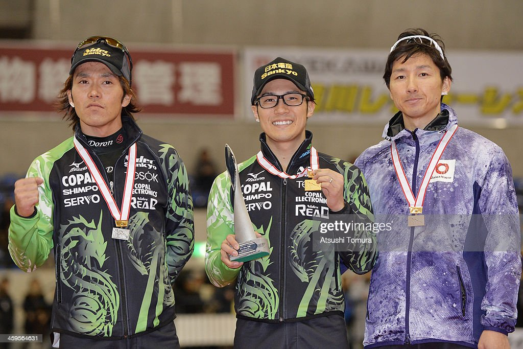 <a gi-track='captionPersonalityLinkClicked' href=/galleries/search?phrase=Keiichiro+Nagashima&family=editorial&specificpeople=818808 ng-click='$event.stopPropagation()'>Keiichiro Nagashima</a> of Japan poses with the silver medal, <a gi-track='captionPersonalityLinkClicked' href=/galleries/search?phrase=Joji+Kato&family=editorial&specificpeople=818932 ng-click='$event.stopPropagation()'>Joji Kato</a> of Japan poses with the gold medal and <a gi-track='captionPersonalityLinkClicked' href=/galleries/search?phrase=Yuya+Oikawa&family=editorial&specificpeople=819011 ng-click='$event.stopPropagation()'>Yuya Oikawa</a> of Japan poses with the bronze medal in the men's 500m victory ceremony during the Japan Speed Skating Olympic Qualifying Championships at M Wave on December 28, 2013 in Nagano, Japan.