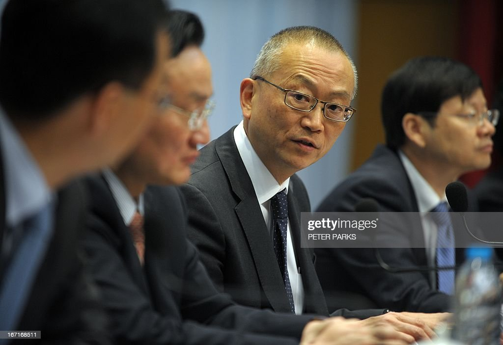Keiji Fukuda (C) Assistant Director-General for Health Security and Environment in the World Health Organisation (WHO) attends a press conference in Shanghai on April 22, 2013. Fukuda reitered that there is still no evidence a new strain of deadly bird flu is passing in a 'sustained' fashion from person to person, amid worries some families may have infected each other. AFP PHOTO/Peter PARKS