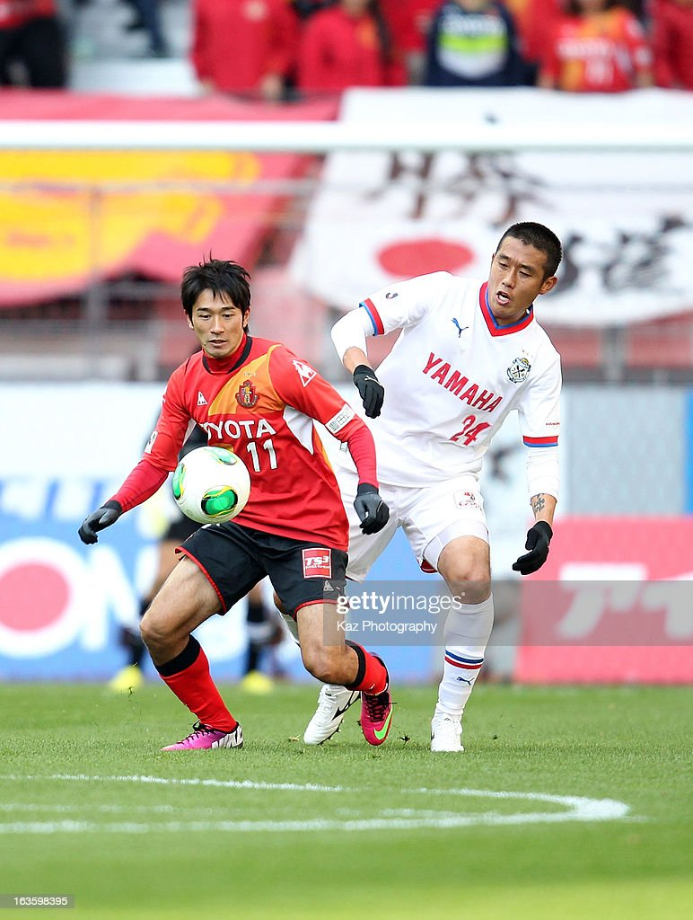 <a gi-track='captionPersonalityLinkClicked' href=/galleries/search?phrase=Keiji+Tamada&family=editorial&specificpeople=537335 ng-click='$event.stopPropagation()'>Keiji Tamada</a> of Nagoya Grampus and Cho Byung Kuk of Jubilo Iwata compete for the ball during the J.League match between Nagoya Grampus and Jubilo Iwata at Toyota Stadium on March 2, 2013 in Toyota, Aichi, Japan.