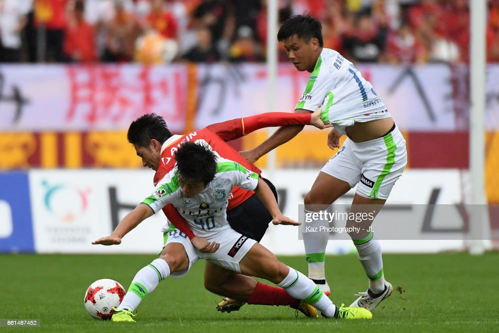 Keiji Tamada (C) of Nagoya Grampus competes for the ball against Temma Matsuda (L) and Miki Yamane (R) of Shonan Bellmare during the J.League J2 match between Nagoya Grampus and Shonan Bellmare at Paroma Mizuho Stadium on October 15, 2017 in Nagoya, Aichi, Japan.