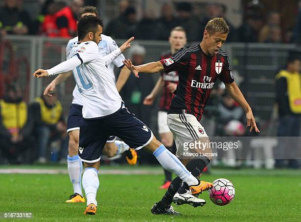 Keisuke Honda of AC Milan competes for the ball with Felipe Anderson of SS Lazio during the Serie A match between AC Milan and SS Lazio at Stadio...