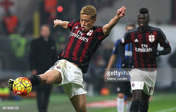 Keisuke Honda of AC Milan in action during the Serie A match between AC Milan and FC Internazionale Milano at Stadio Giuseppe Meazza on January 31...