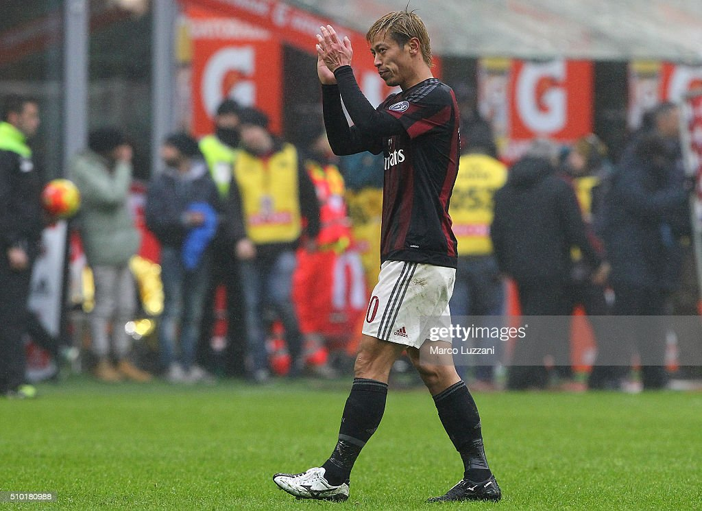 <a gi-track='captionPersonalityLinkClicked' href=/galleries/search?phrase=Keisuke+Honda&family=editorial&specificpeople=2333022 ng-click='$event.stopPropagation()'>Keisuke Honda</a> of AC Milan shouts salutes the fans at the end of the Serie A match between AC Milan and Genoa CFC at Stadio Giuseppe Meazza on February 14, 2016 in Milan, Italy.