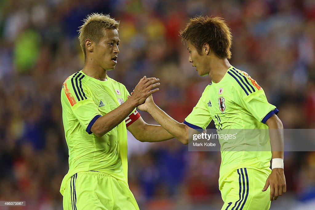 <a gi-track='captionPersonalityLinkClicked' href=/galleries/search?phrase=Keisuke+Honda&family=editorial&specificpeople=2333022 ng-click='$event.stopPropagation()'>Keisuke Honda</a> of Japan congratulates <a gi-track='captionPersonalityLinkClicked' href=/galleries/search?phrase=Yoichiro+Kakitani&family=editorial&specificpeople=7883667 ng-click='$event.stopPropagation()'>Yoichiro Kakitani</a> of Japan after scoring a goal during the International Friendly Match between Japan and Costa Rica at Raymond James Stadium on June 2, 2014 in Tampa, Florida.