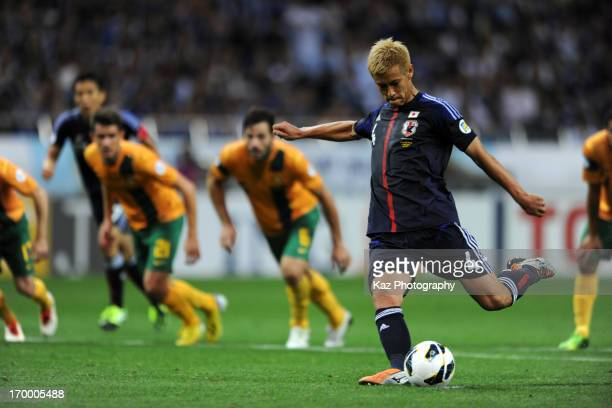 Keisuke Honda of Japan scores the equalising goal from the penalty spot during the FIFA World Cup qualifier match between Japan and Australia at...