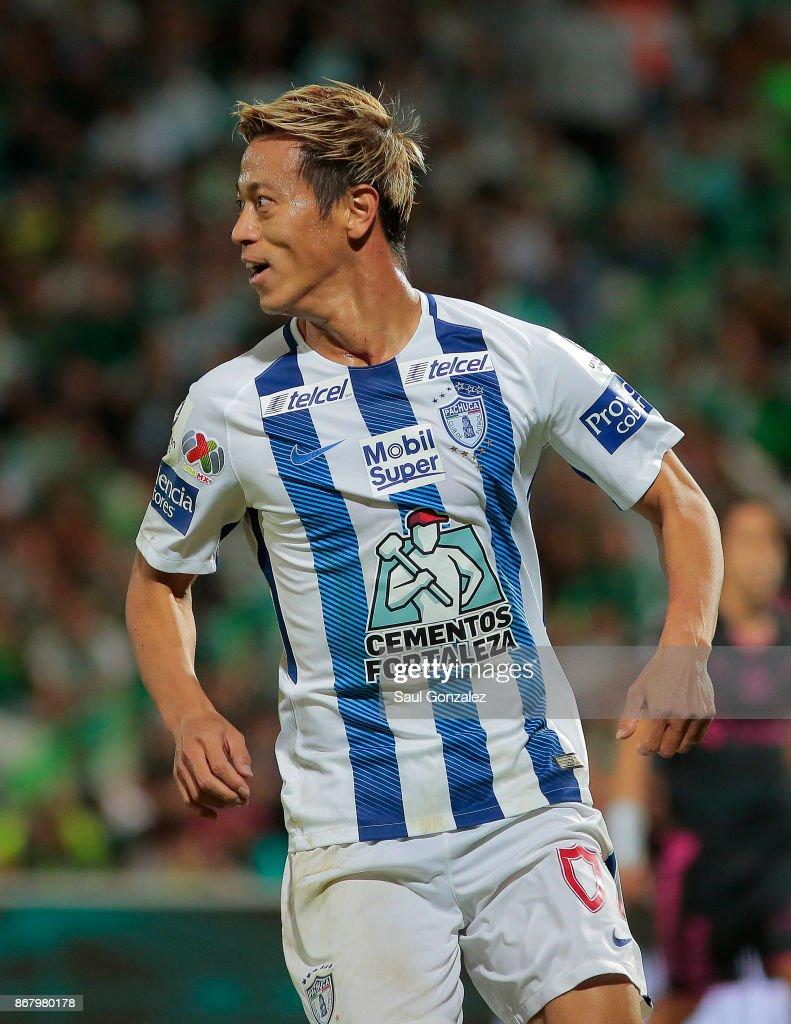 Pachuca s new footballer Japanese Keisuke Honda poses with the