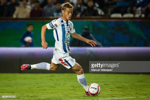Keisuke Honda of Pachuca drives the ball during the 11th round match between Pachuca and Cruz Azul as part of the Torneo Apertura 2017 Liga MX at...