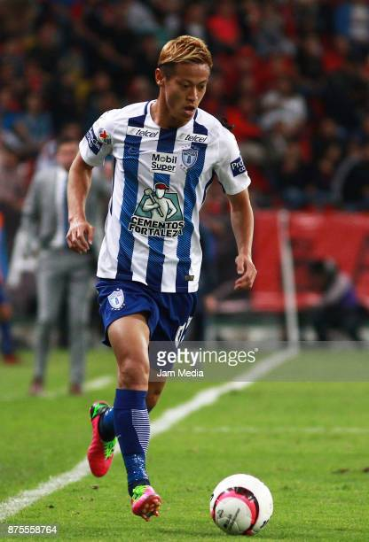 Keisuke Honda of Pachuca drives the ball during the 17th round match between Atlas and Pachuca as part of the Torneo Apertura 2017 Liga MX at Jalisco...