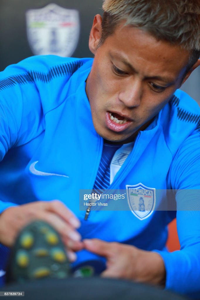 Keisuke Honda of Pachuca gestures prior the sixth round match between Pachuca and Veracruz as part of the Torneo Apertura 2017 Liga MX at Hidalgo Stadium on August 22, 2017 in Pachuca, Mexico.