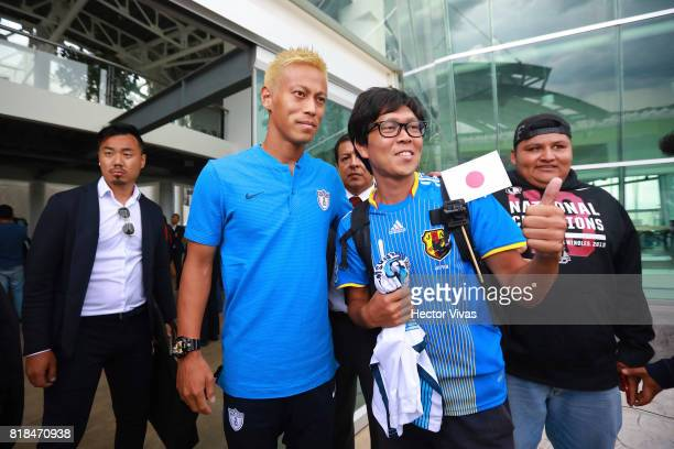 Keisuke Honda of Pachuca poses with a fan after a press conference to unveil Pachuca's new signings at Universidad del Futbol y Ciencias del Deporte...