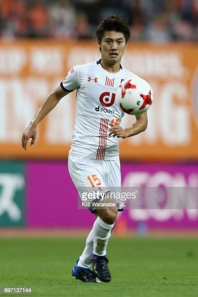 Keisuke Oyama of Omiya Ardija in action during the JLeague J1 match between Albirex Niigata and Omiya Ardija at Denka Big Swan Stadium on June 17...