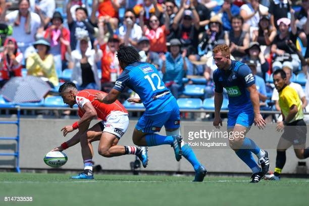 Keisuke Uchida of Sunwolves scores a try during the Super Rugby match between the Sunwolves and the Blues at Prince Chichibu Stadium on July 15 2017...