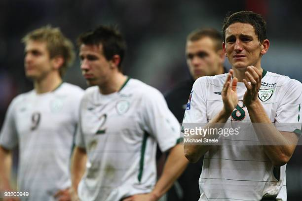Keith Andrews of Ireland applauds fans as Sean St Ledger and Kevin Doyle look on after the FIFA 2010 World Cup Qualifying Play Off second leg match...