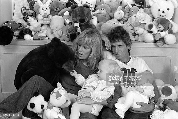 Keith Richards of the Rolling Stones Patti Hansen and daughters Theodora and Alexandra are photographed in 1986 in New York City CREDIT MUST READ Ken...