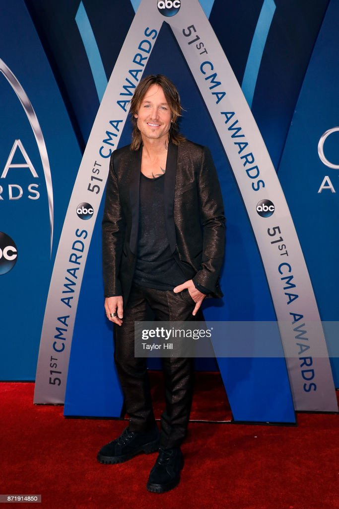 Keith Urban attends the 51st annual CMA Awards at the Bridgestone Arena on November 8, 2017 in Nashville, Tennessee.