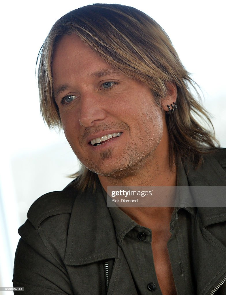 <a gi-track='captionPersonalityLinkClicked' href=/galleries/search?phrase=Keith+Urban&family=editorial&specificpeople=202997 ng-click='$event.stopPropagation()'>Keith Urban</a>, BMI & ASCAP Celebrates Keith's No. 1 Song 'Little Bit Of Everything' at Aerial In Nashville on October 7, 2013 in Nashville, United States.
