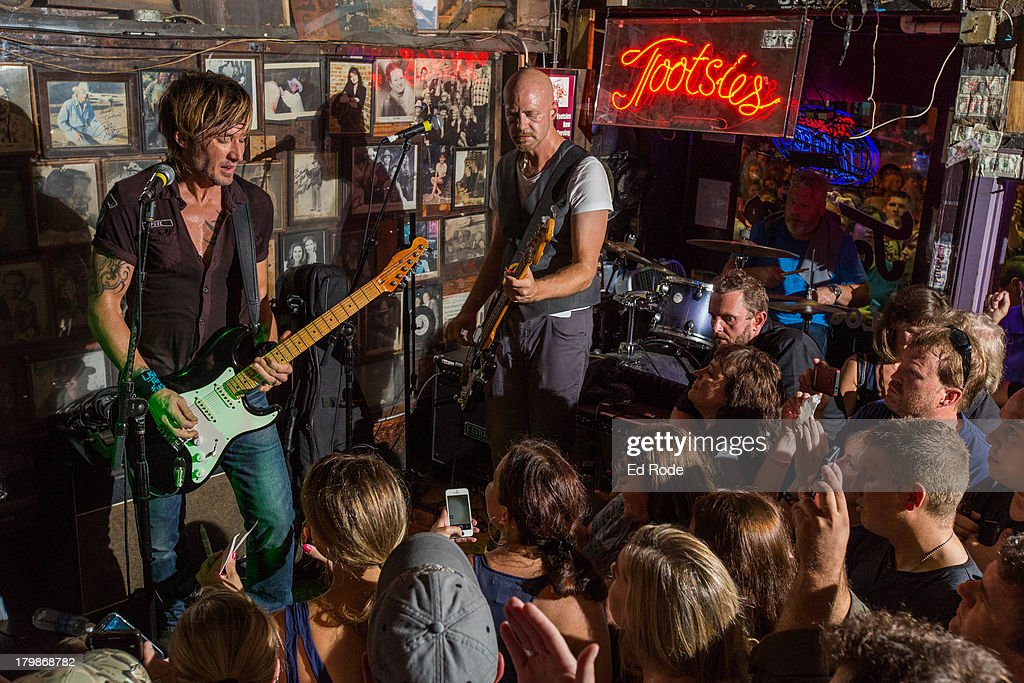 Keith Urban performs at Tootsie's Orchid Lounge on September 6, 2013 in Nashville, Tennessee.