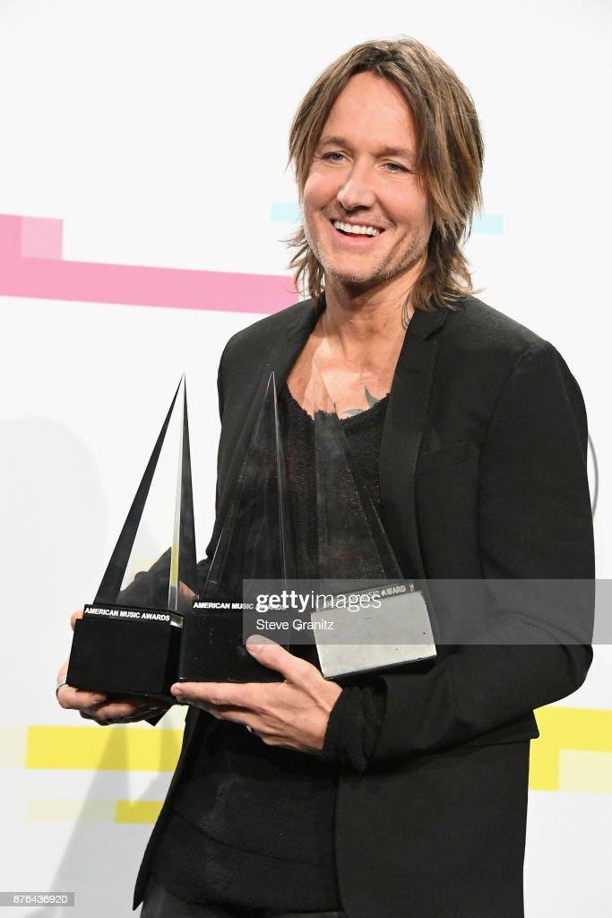 Keith Urban poses in the press room during the 2017 American Music Awards at Microsoft Theater on November 19, 2017 in Los Angeles, California.