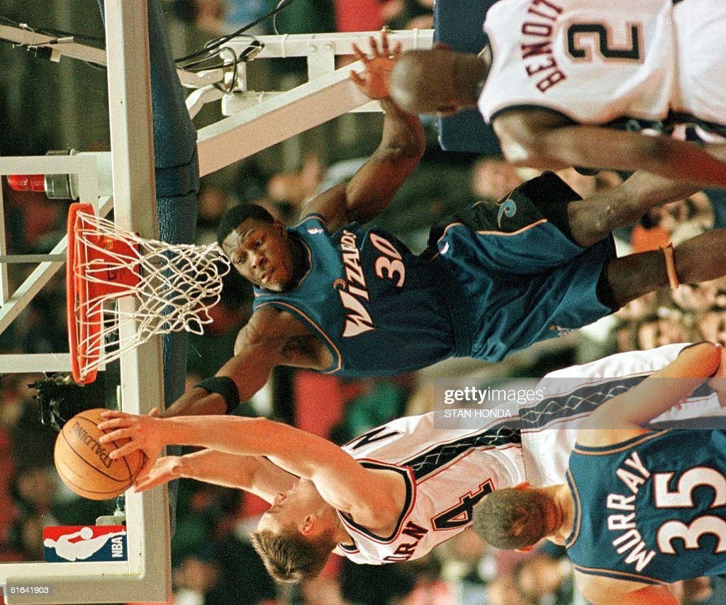 Keith Van Horn of the New Jersey Nets L tries to