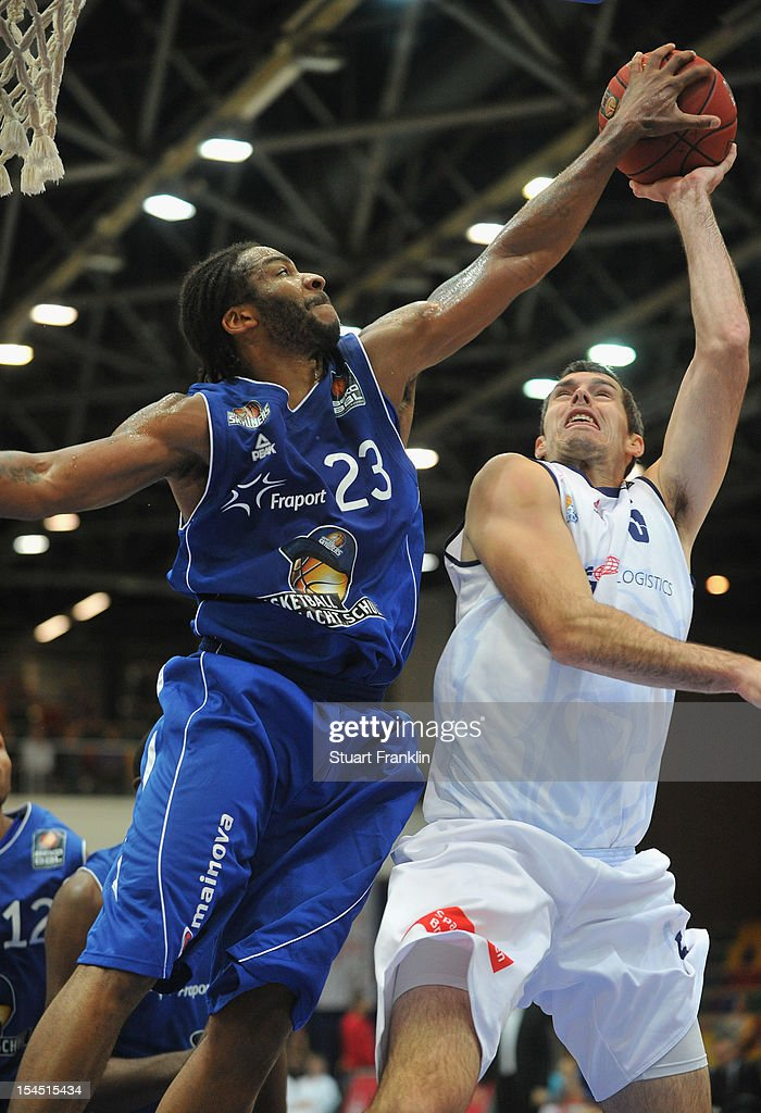 Keith Waleszkowski of Bremerhaven challenges for the ball with Quantez Robertson of Fraport during the Beko BBL basketball match between Eisbaeren...