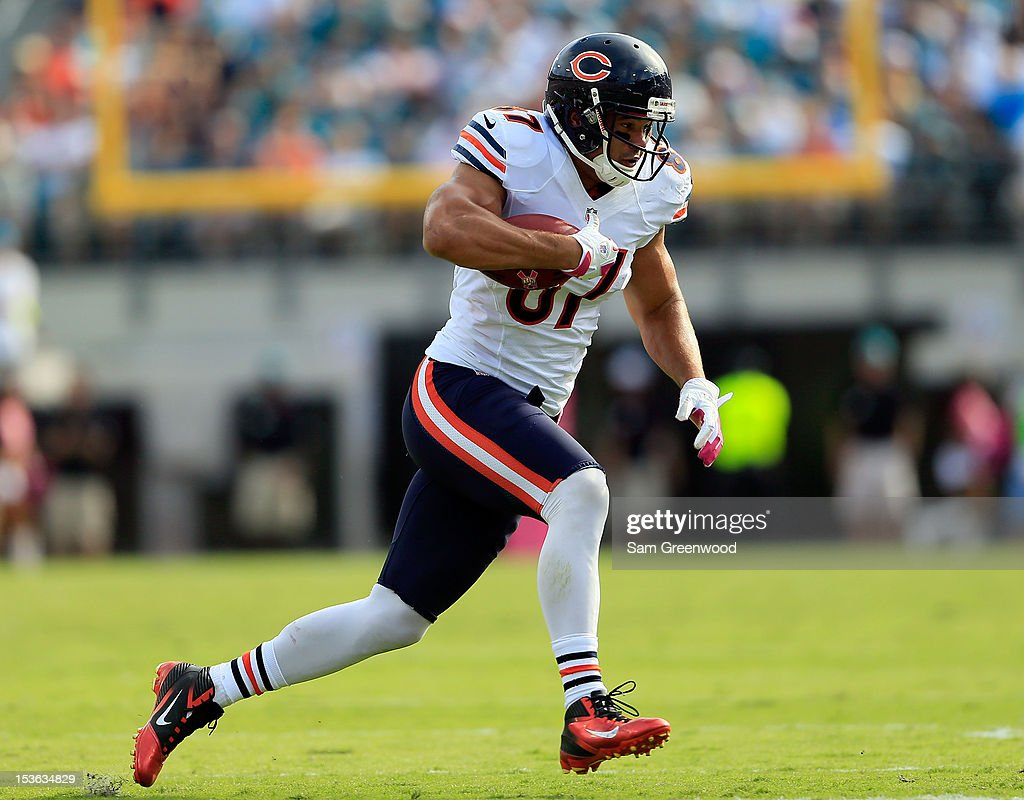 Kellen Davis #87 of the Chicago Bears runs for yardage during the game against the Jacksonville Jaguars at EverBank Field on October 7, 2012 in Jacksonville, Florida.