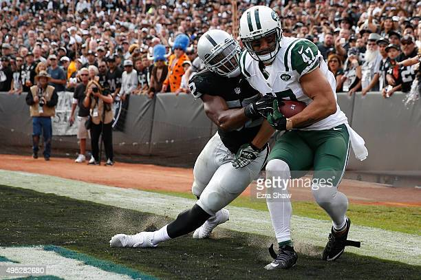Kellen Davis of the New York Jets makes a oneyard catch for a touchdown against the Oakland Raiders during their NFL game at Oco Coliseum on November...