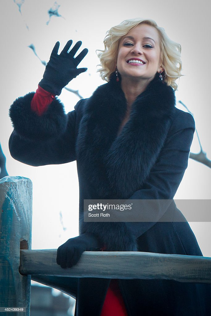Kellie Pickler attends the 87th annual Macy's Thanksgiving Day parade>> on November 28, 2013 in New York City.