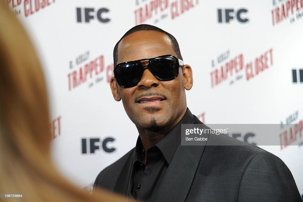 <a gi-track='captionPersonalityLinkClicked' href=/galleries/search?phrase=R.+Kelly&family=editorial&specificpeople=204472 ng-click='$event.stopPropagation()'>R. Kelly</a> attends a 'Trapped In The Closet' screening at Sunshine Cinema on November 19, 2012 in New York City.