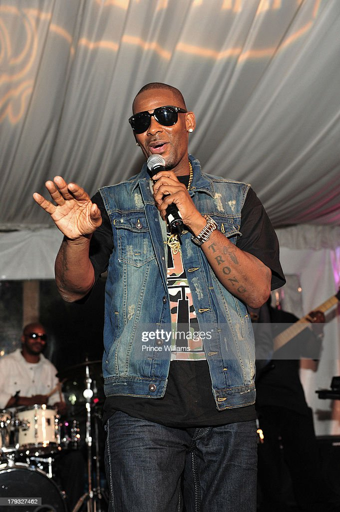 <a gi-track='captionPersonalityLinkClicked' href=/galleries/search?phrase=R.+Kelly&family=editorial&specificpeople=204472 ng-click='$event.stopPropagation()'>R. Kelly</a> attends Platinum Edition Of ATL Live on the Park at Park Tavern on August 26, 2013 in Atlanta, Georgia.