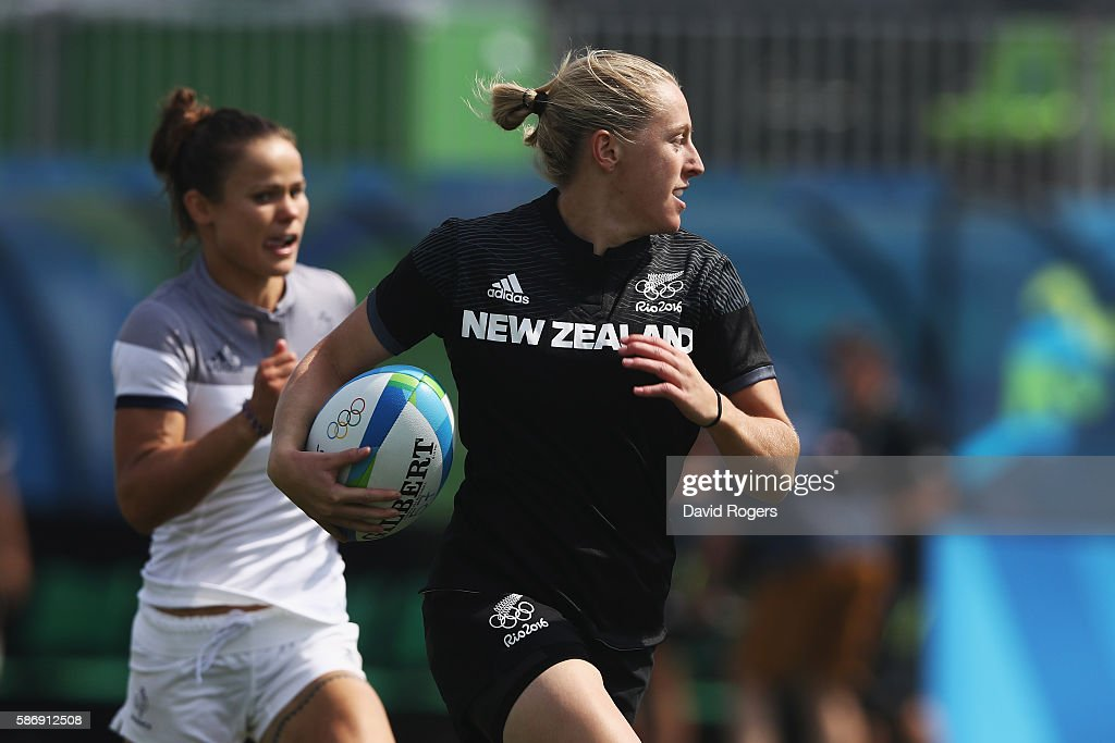 Kelly Brazier of New Zealand carries the ball in to score a try during the Women's Pool B rugby match against France on Day 2 of the Rio 2016 Olympic...