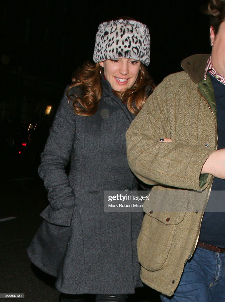 <a gi-track='captionPersonalityLinkClicked' href=/galleries/search?phrase=Kelly+Brook&family=editorial&specificpeople=206582 ng-click='$event.stopPropagation()'>Kelly Brook</a> leaving C restaurant on December 3, 2013 in London, England.
